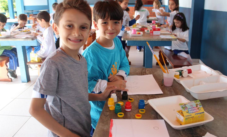 Estudo sobre cores primárias e secundárias a partir de obra de pintor brasileiro