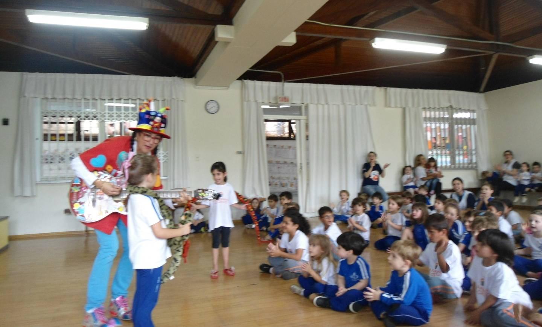 Crianças do Lar Fabiano de Cristo visitam Educação Infantil