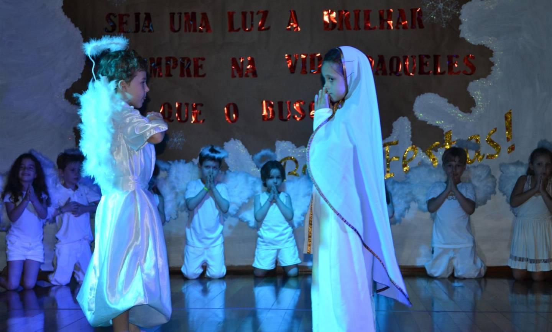 Celebração natalina marca encerramento do ano letivo da Educação Infantil