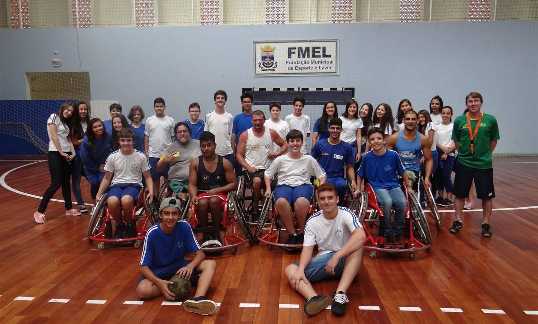 Alunos participam de jogo de Handebol em Cadeira de Rodas