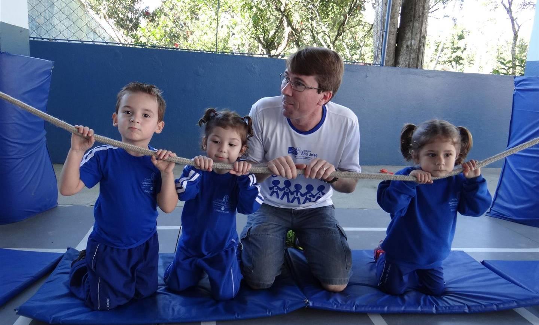 Alunos do Maternal II participam de Circuito de Arvorismo