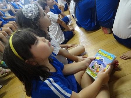Semana do Livro Infantil encerra com teatro, música e solidariedade