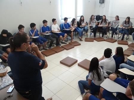 Alunos do Terceirão compartilham experiências de estudo com turmas do primeiro ano
