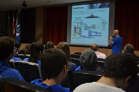 Aula sobre acidente nuclear de Chernobyl marca início do segundo semestre no Ensino Médio
