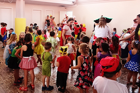 Educação Infantil cai na folia com baile de Carnaval