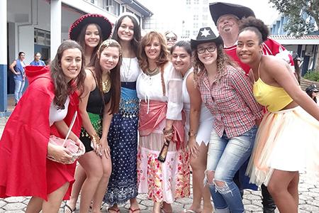 Terceirões fazem primeiro trote em ritmo de Carnaval