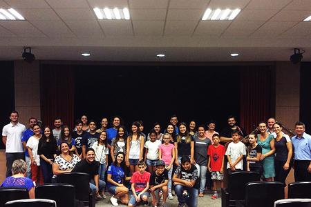 Novos alunos participam de encontro antes do início das aulas