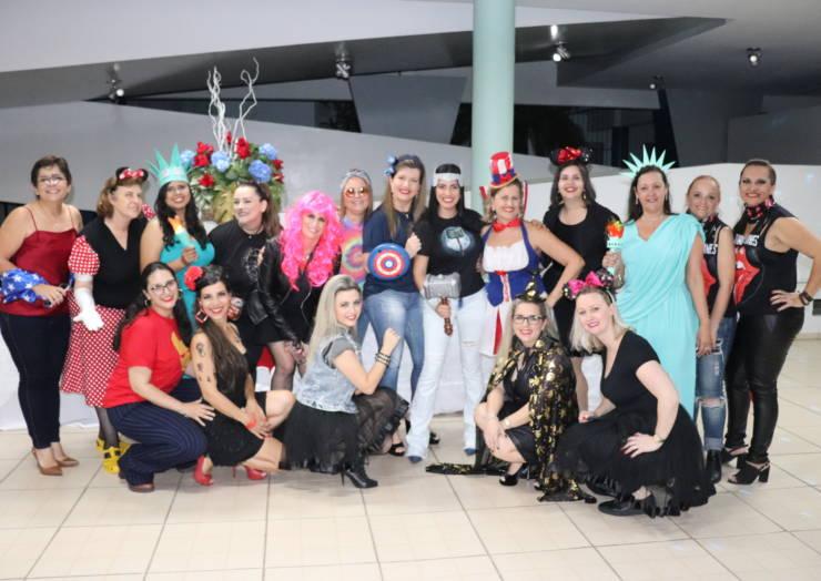 CSJ comemora dia dos professores com festa à fantasia