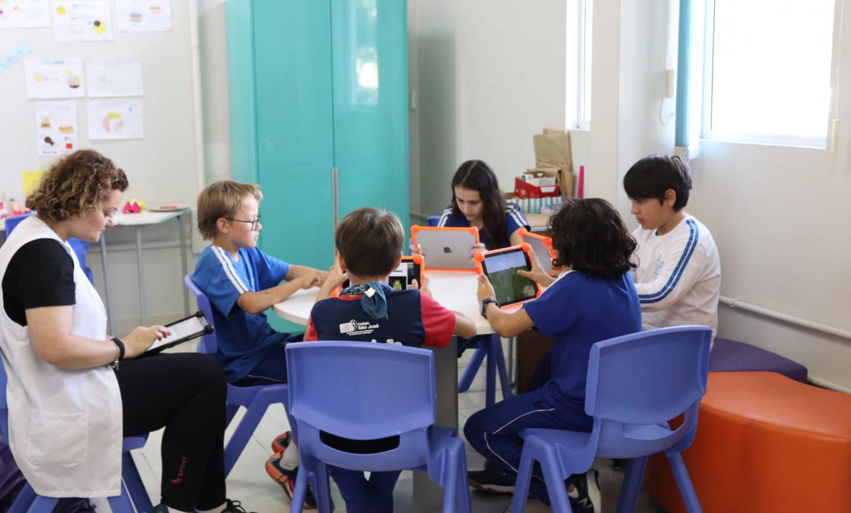 Turma do English Club usa Minecraft em projeto sobre invenções